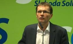 Minister obrany SR Martin Glváč obhajuje neobhájiteľné