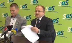 Štátny tajomník Ministerstva práce Jozef Burian hľadá zákony, ktoré zabraňujú politikom upozorňovať na chyby vlegislatíve.