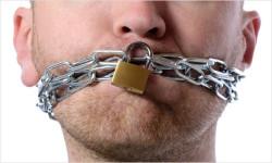 Amíci bojujú na Ukrajine a SME nedovolí diskutovať