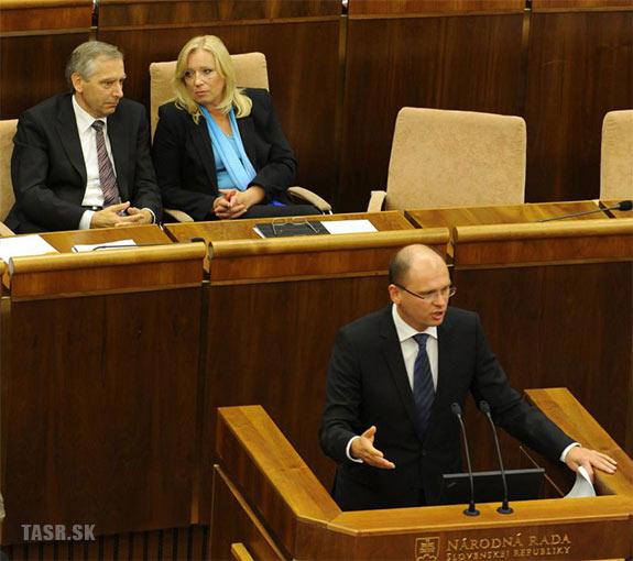 Figeľ, Radičová a Sulík v parlamente pred hlasovaním o eurovale